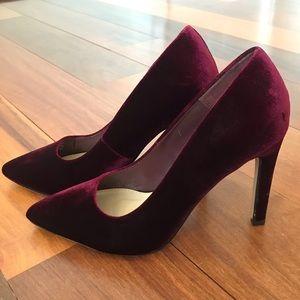 Pretty Maroon Velvet Heels 👠
